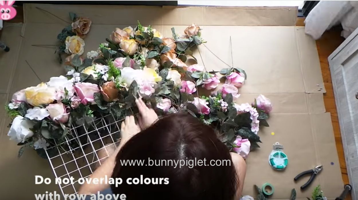 How to make a panel of flowers with their own hands 63